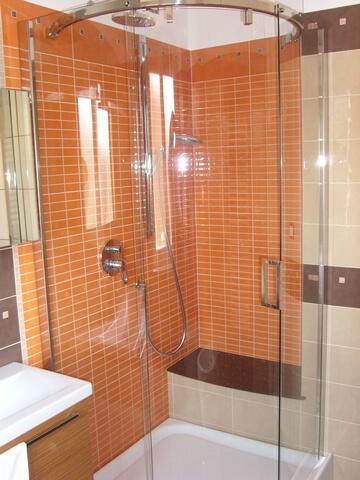 zona doccia,box in acciaio e cristallo,sedile doccia in ...