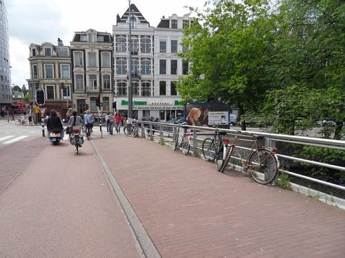 Amsterdam Ponte, canali, case tipiche, bici